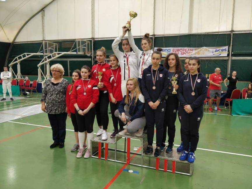 шампионите на България на шпага, рапира и сабя