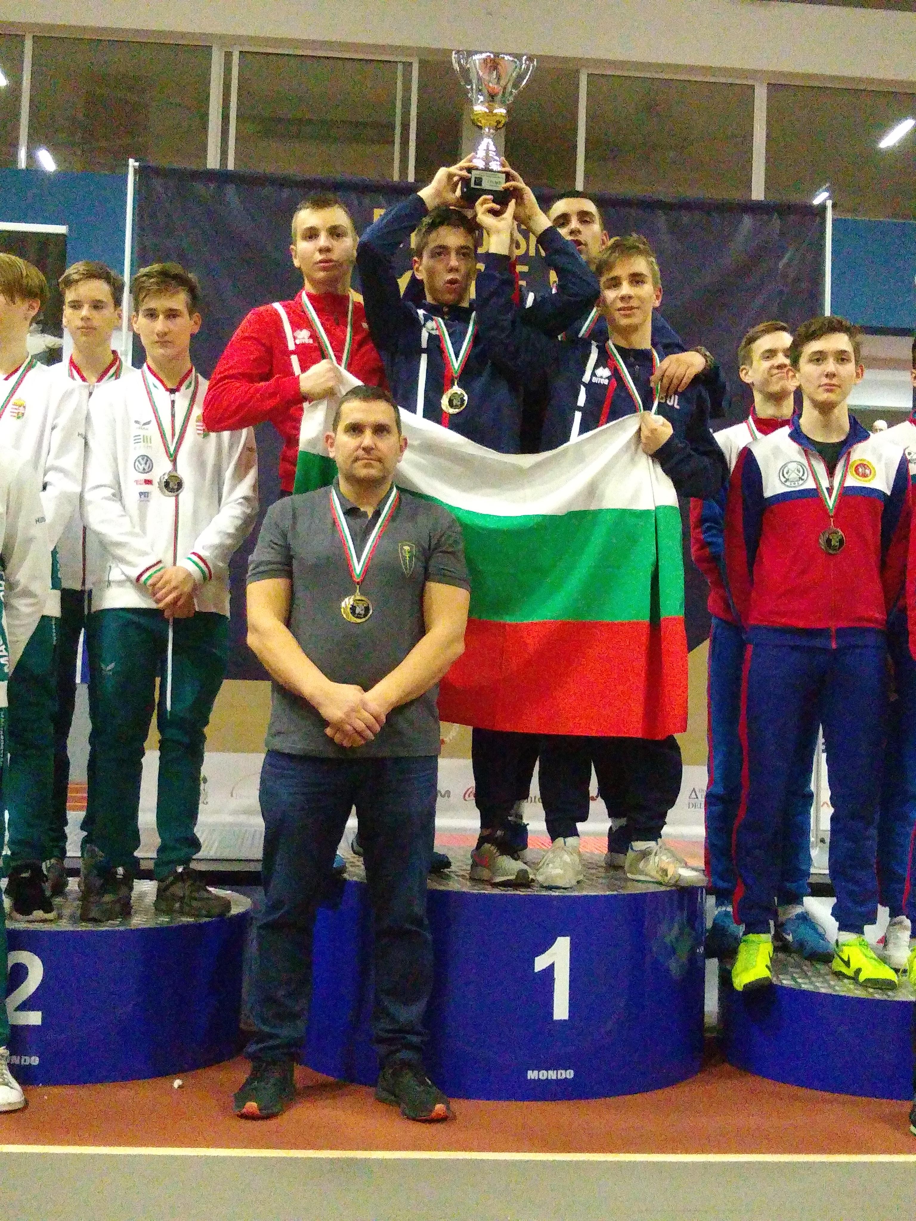 Сабята на Етрополски кадети златен медал отборно